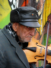 violin player (jovivebo) Tags: portrait man male topf25 hat scarf portraits graffiti mural europe flag cap violin portraiture romania beret bonnet bucharest theface violinplayer romanianflag 1111v11f lipscani baret fpg top20peoplephotos top20street top20travelportraits