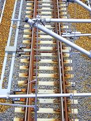 (budgetraveller) Tags: berlin colors electric germany deutschland colours rusty railway multicolored bahn colori elettrico ferrovia elecricity