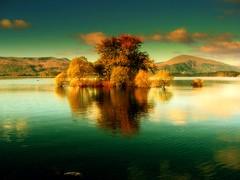 Robinson crusoe dream place!! (Nicolas Valentin) Tags: blue sky mountain reflection water scotland scenery lochlomond beautifull ecosse 15000 instantfav 300fav challengeyouwinner abigfave p1f1 vision1000 impressedbeauty aplusphoto visiongroup 8000cc thegardenofzen vision100 vision10000