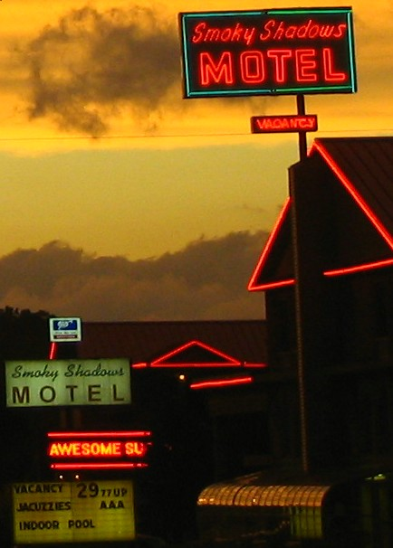 Smokey Shadows Motel - Pigeon Forge, TN