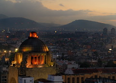Dawn on Monumento de la Revolución (KoehlerColor) Tags: morning sunrise mexico dawn nikon mexicocity d200 daybreak nikond200 capturenx nikoncapturenx