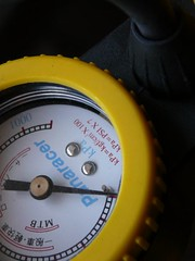 Pump air into a tire, air pressure gauge