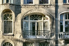 Art Nouveau  La Haye (Pieter Musterd) Tags: door house window stone architecture facade balcony balkon thenetherlands culture artnouveau haag thehague 1on1 jugenstil laanvanmeerdervoort panasonicdmcfz30 thecontinuum pieter007 123nl 123nlden nieuwekunst slaoliestijl sezessionsgebude