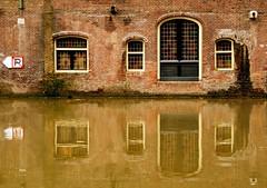 Stadhuis (Harry Mijland) Tags: windows holland reflection dutch utrecht nederland ramen nl alpha a100 gracht oudegracht reflectie dearharry harrymijland