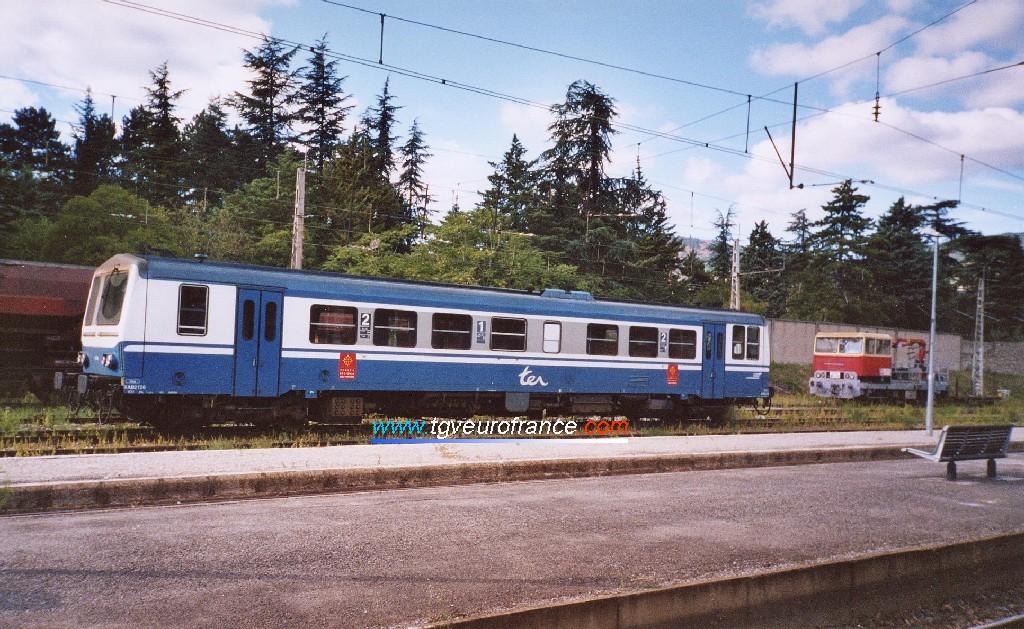 Un autorail thermique X2100 SNCF (le X2128 de la Région Midi-Pyrénées) en gare de Millau (Aveyron)