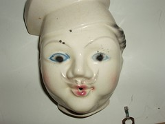 06.11.23 bartlesville moms house 1 (236) (mtneer_man) Tags: shop ceramic faces moms thrift knickknacks goodwill