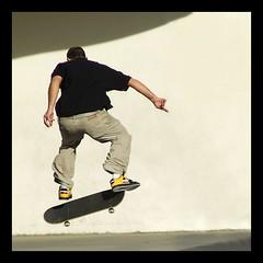 tricks in 'plaa del angels' (ozio-bao) Tags: sport skate barcellona sk8 oziobao