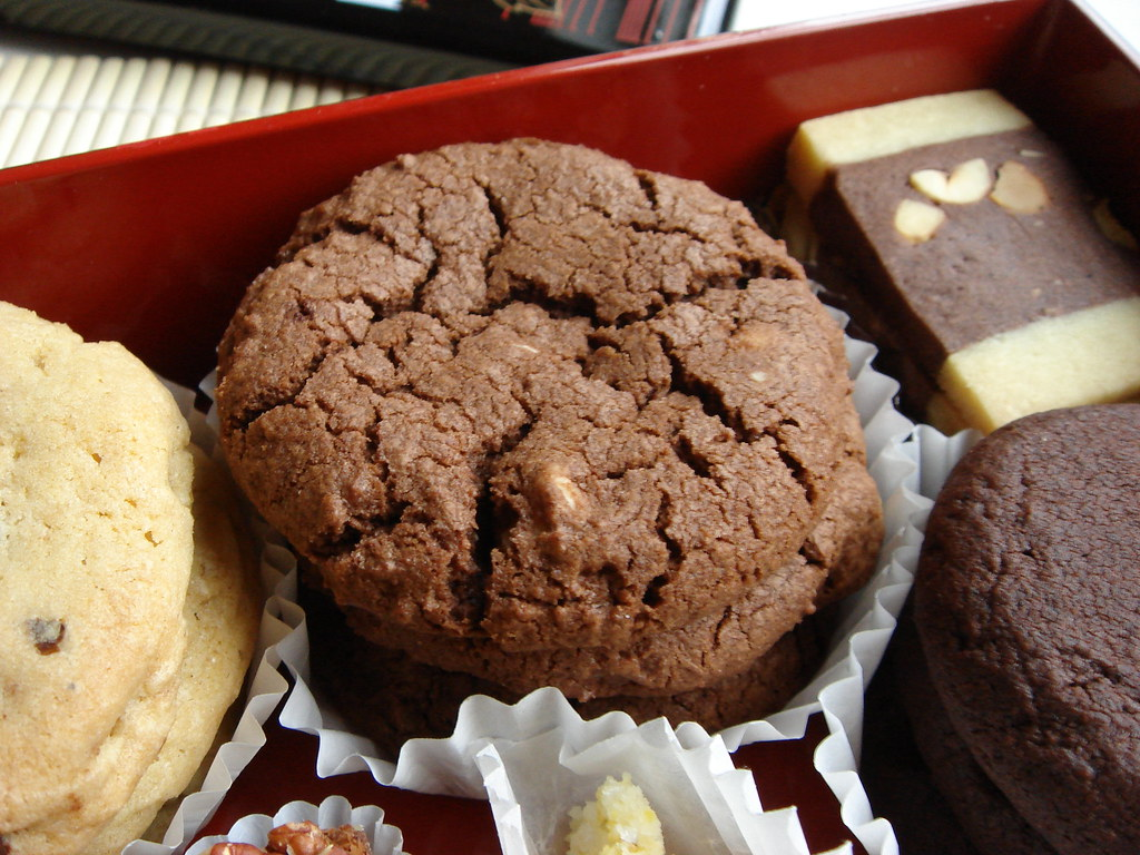 White Chocolate Chips Fudge Cookie