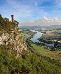 Kinnoull Hill, Perth (ajnabeee) Tags: tower canon river eos scotland rivertay hill perthshire scottish 2006 tay perth 5d sept 1on1 kinnoull lovephotography kinnoullhill kinnoulltower rnbtay
