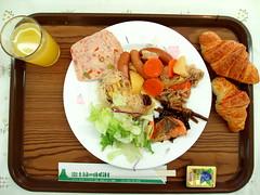 #5009 breakfast, cafeteria style (朝のバイキング) (Nemo's great uncle) Tags: バイキング 食事 food 朝食 breakfast 宿 fujifivelakes 富士五湖 fuji fujiyama 富士 富士山 富士緑の休暇村 buffet smorgasbord urwu8
