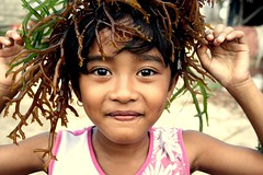 Lea (Farl) Tags: travel bali seaweed industry colors girl indonesia child clown lea crown medusa cultivation agronomy lembongan cottonii carrageenan mariculture kappaphycusalvarezii jungutbatu