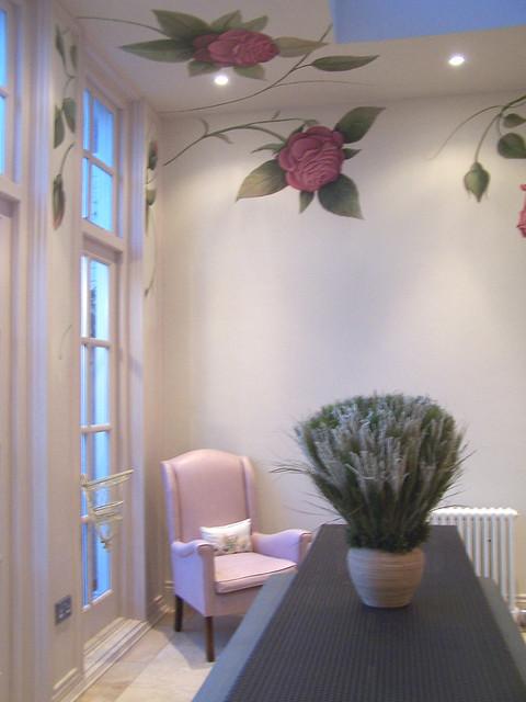 غرف نوم  باللون الابيض والروز 283027990_afd8c5dd1b