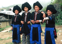 VIETNAM - Friendship (BoazImages) Tags: life blue girls black cute beautiful smile topv111 culture tribal vietnam exotic turban tribe zhao yao indigenous laichao
