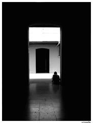 BlancoSobreFondoNegro (eme  ele ) Tags: light shadow people bw byn luz persona sombra portal fau pasillo facultaddearquitectura sentada universidaddechile