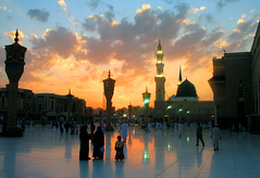 Masjid-e-Nabavi, Madina (!!sahrizvi!!) Tags: november pakistan sunset sky orange sun colors silhouette night clouds canon wow reflections catchycolors lowlight bravo floor dusk