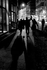 night walk I (Maharepa) Tags: street camera leica shadow bw white black classic top20bw nightshot rangefinder m8 sw mystreet edu somewhere weiss schatten summilux asph schwarz nachtaufnahme leicacamera irgendwo strase sucherkamera schttke pointofinterest leicam8 sw111