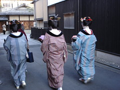 Geisha in Gion, Kyoto (: :  Alison  : :) Tags: japan kyoto geisha gion