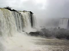 Cataratas del Iguaz (. M a r t @ . ) Tags: water argentina rio fog amazing agua falls cataratas niebla iguazu misiones ph039 parquenacionaliguaz mbm55