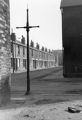Carbrook, Sheffield, 1971. (Fray Bentos) Tags: yorkshire demolition lamppost derelict gaslight sheffied carbrook