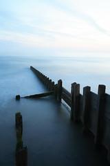 (크리쓰) Tags: ocean longexposure blue wales coast vanishingpoint straight ef28135mmf3556isusm