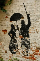 (Vina the Great) Tags: wall contrast couple paint decay painted urbandecay mechelen rvs mechelenmeetup2006 meetupmechelen2006