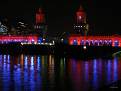 Festival of lights 2006 (Aguno) Tags: berlin canon nightshots festivaloflights redblue aguno powershots3 festivaloflights2006