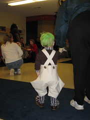 Our Oompa Loompa @ The Parade of Costumes (SillySilers) Tags: halloween costume october toddler trickortreat chocolate willywonka oct 2006 wonka loompa oompa october2006 makecrafthalloween