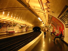 Paris Mtro (le jeune tranger) Tags: new light paris france festival subway metro mtro newlight solomanlam festivalparis
