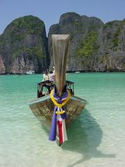 Long tailed boat - Maya Bay Phi Phi Leh Thailand (tangerineade) Tags: sea beach thailand island bay boat phi maya leonardo andaman caprio longtailed