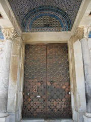 Ornate carved door (leeabroad) Tags: door geometric rock temple al shrine jerusalem mosque carving mount dome ornate omar sanctuary masjid islamic noble har umar quds alsharif alharam habayit qubbat assakhrah alqudsi