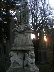 Criaturas Celestiales (DrZito) Tags: sunset cemetery graveyard atardecer cementerio tomb tombstone tumba muerte ibis mementomori grifo mausoleo leonalado