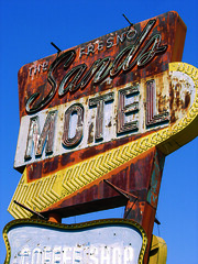 Fresno, Motel Sign01 (jericl cat) Tags: ca classic sign neon motel fresno arrow roadside 2006roadtrip