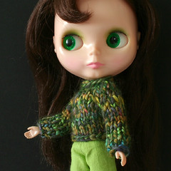 Petunia (Helena / Funny Bunny) Tags: doll kenner blythe 1972 olds kennerblythe funnybunny petuniakibbles solidbackground chunkysweater fbfashion