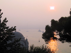 Sunrise in Istanbul (balavenise) Tags: light sun sol night turkey soleil east soleillevant flickrgiants