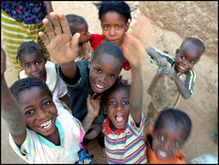 friends from Niger.jpg (Alessandro Vannucci) Tags: africa friends portrait face niger kids happy ritratto agadez iannacell