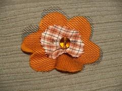 Pregadeiras #028 (Boomerang Crafts) Tags: beads handmade brooch artesanato felt feltro tecido tule pregadeiras