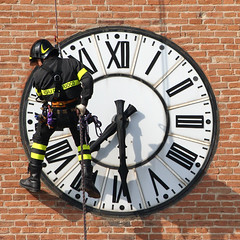 SAF#2 (Roby Ferrari) Tags: muro tower clock climb torre watch climbing hour fireman modena firefighter orologio firefighters fuoco saf arrampicata 730 protezionecivile soccorso vigili vvf mattoni bombeiros vigilidelfuoco formigine esercitazione civil