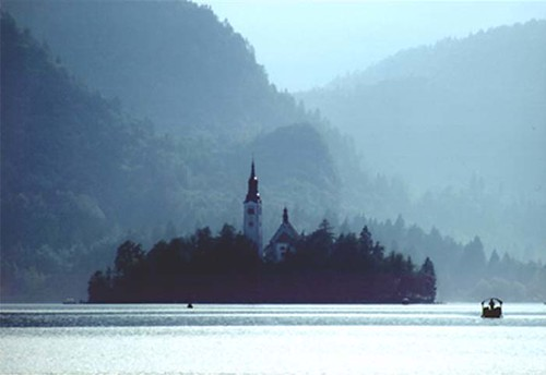 "Bled • <a style=""font-size:0.8em;"" href=""http://www.flickr.com/photos/26679841@N00/294515775/"" target=""_blank"">View on Flickr</a>"