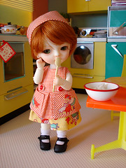 don't forget to clean the spoon (Super*Junk) Tags: cooking kitchen miniatures miniature baking dolls sewing spoon apron bjd rement lotte latidoll