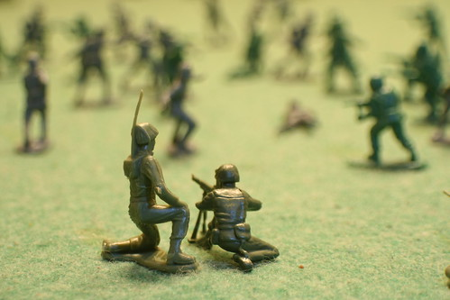 Plastic Toy Soldiers Experiment: Communication and a Machine Gun