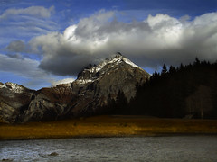 - Fhn - (idogu) Tags: november autumn light shadow mountain lake fall clouds landscape switzerland outdoor hiking sony peak summit uri fhn p200 arnisee windgllen 16c