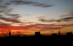 Va, va porter le jour à d'autres mondes — Nanterre, décembre 2016 (Stéphane Bily) Tags: stéphanebily nanterre hautsdeseine crépuscule twilight sunset ciel sky toits ville roofs city
