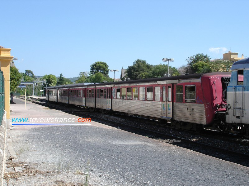 La rame RRR 13 (ex Région Haute-Normandie) en gare d'Aix-en-Provence