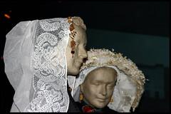 Cover your head! (Dit is Suzanne) Tags: white netherlands arnhem nederland canondigitalrebel wit klederdracht gelderland 31082005 nederlandsopenluchtmuseum traditionalcustomes views150    ditissuzanne