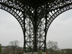 SE leg of the Eiffel tower