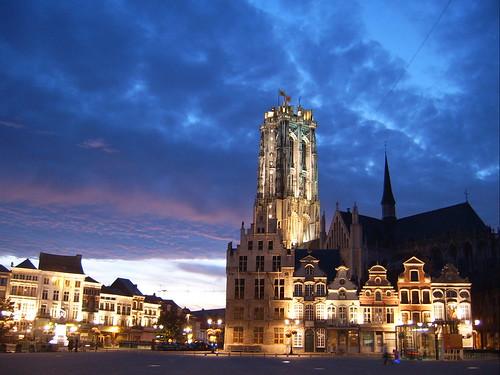 Grote Markt  -  Schoenmarkt  -  Sint-Romboutskathedraal por mechelenblogt_jan.