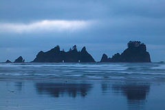 Point of Arches, Shi Shi Beach, Olympic National Park, Washington (LivingWilderness.com) Tags: ocean park sea beach nature point washington sand arch pacific scenic arches pacificocean national olympic olympicnationalpark shi stacks seastacks shishibeach pointofarches