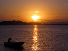 bahia (.camila) Tags: sunset pordosol sun sol yellow água contraluz relax mar barco slow saudade natureza laranja amarelo bahia amo entardecer baíadecamamu natureba ébom abigfave nãotempreço costadodendê ilhadocampinho