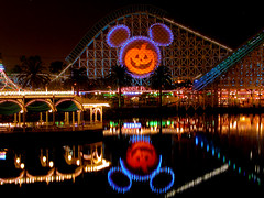 Mickey's Halloween Treat 2005 (StartedByAMouse) Tags: 2005 halloween jackolantern disneyland disney treat dca mickeys californiascreamin disneyscaliforniaadventure interestingness5 i500 sbam disneyphotochallengewinner 5stardisney