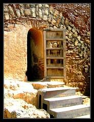 Puerta (madera y piedra) (jose_miguel) Tags: door wood espaa miguel stone spain puerta madera jose morocco maroc marrakech marrakesh marruecos piedra canondigitalixus55 marraquech